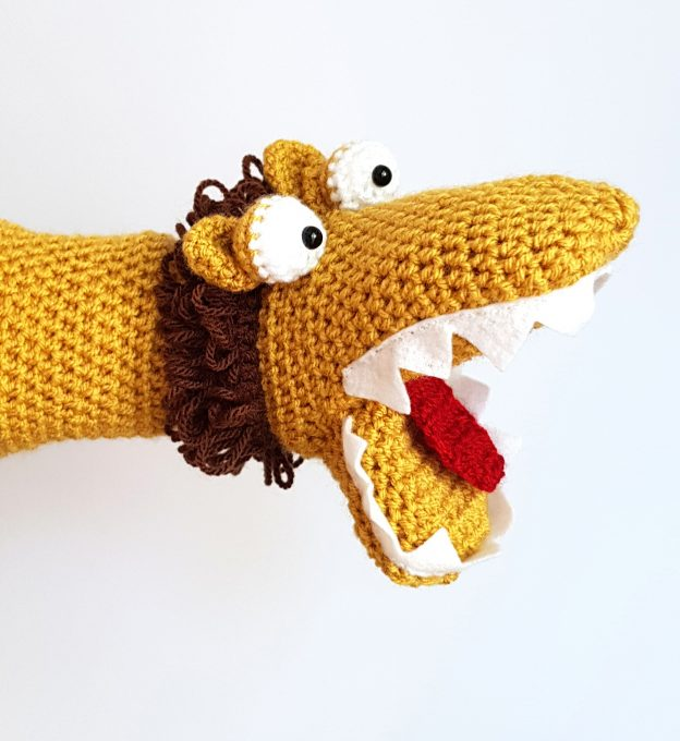 lion handpuppet - www.thecrochetcraftco.co.uk
