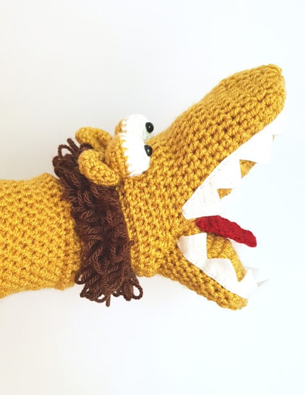 Lion handpuppet - The Crochet Craft Co