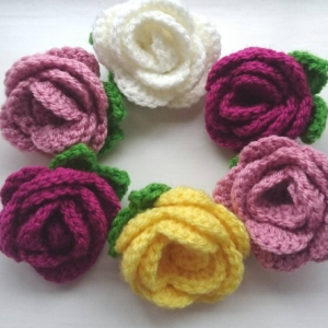 crochet flower brooch - The Crochet Craft Co