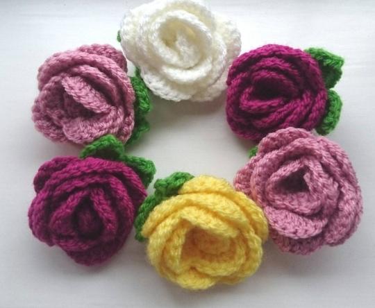 crochet flower brooch - The Crochet Craft Co
