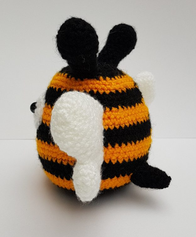 amigurumi animal - crochet bee - the crochet craft co